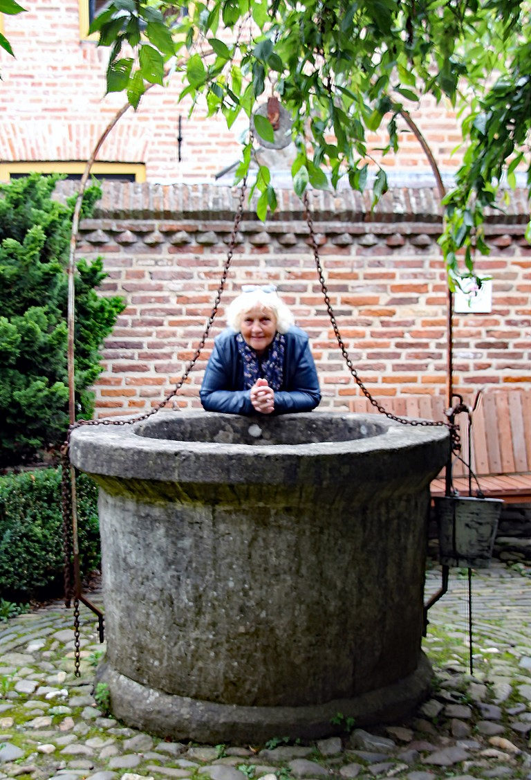 Anneke (Medium)