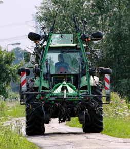 Tractor (2) (Small)