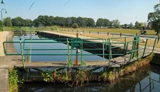 Sluis in Apeldoorns kanaal