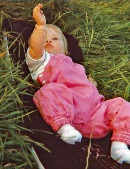 Juli 1981 Nog even bij papa bij t vissen kijken langs de Lek op een zomerse avond .jpg 3e