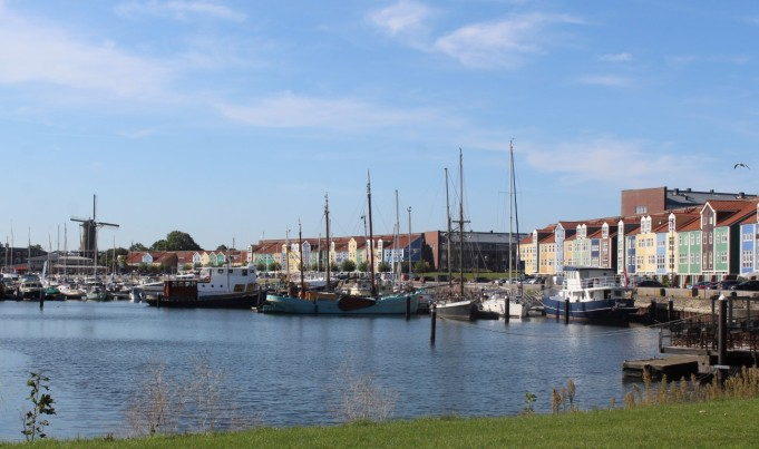 Hellevoetsluis haven (Middel)